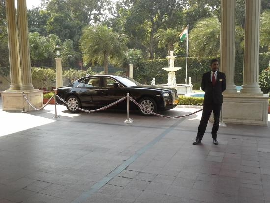 Hotel The Royal Plaza: Rolls Royce to rent