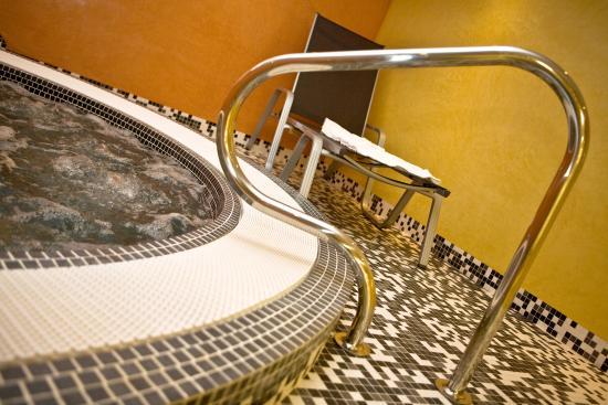 Hotel LE MAURITIA: jaccuzzi