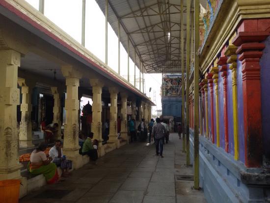 Nellore, Indien: inside temple for pradakshnams