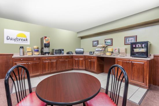 Days Inn & Suites Lexington: Breakfast area
