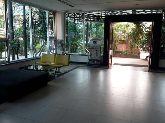 Sunshine Vista Serviced Apartment : Lobby area.