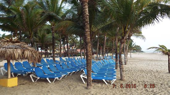 Cabarete, Dominican Republic: Lounge on the white sands at the Tangerine