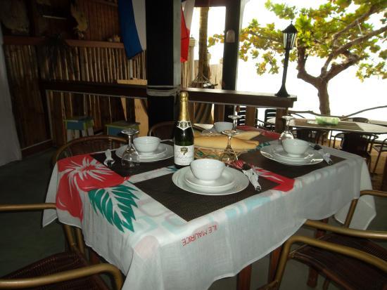 Calibishie, Dominica: Dining @ Sandbar.