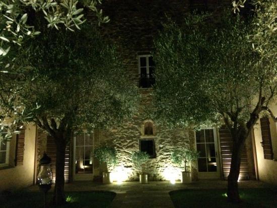La Dimora: The garden at night!