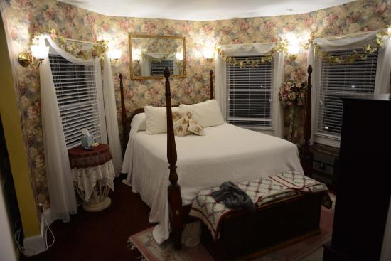 """Lily House B&B: Schlafzimmer im """"Türmchen"""", nahezu mit Rundumblick"""