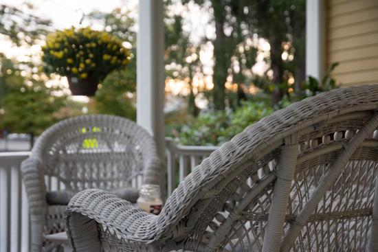 Lily House B&B: Lorraine's Händchen für Details wird schon auf der Veranda sichtbar