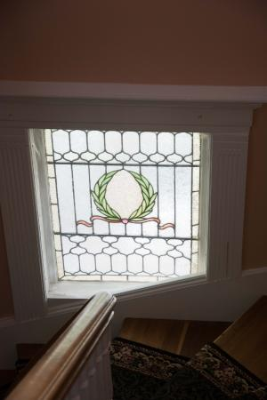 Lily House B&B: Selbst das Treppenhaus hat seine optischen Akzente