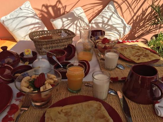 Riad Adriana: Complimentary Breakfast on Roof Terrace