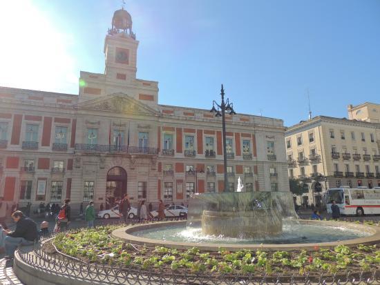 Estatua del oso y el madro o picture of puerta del sol for Plaza puerta del sol