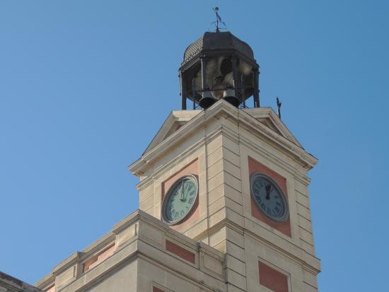 Estatua del oso y el madro o picture of puerta del sol for Puerta del sol santiago
