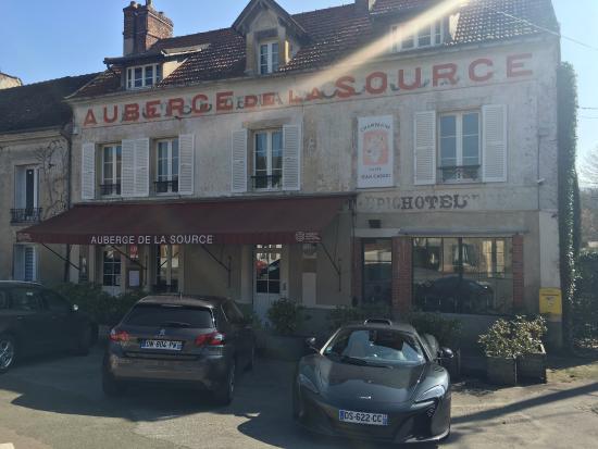 Saint-Ouen-sur-Morin, فرنسا: La façade du restaurant