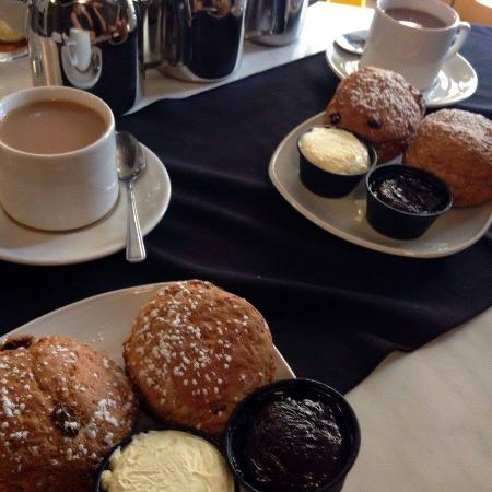 Beau Monde Bistro The Lampeter Hotel: Tea and Scones