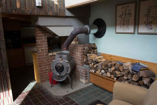 Windham, VT: Der Ofen beim Frühstücksraum