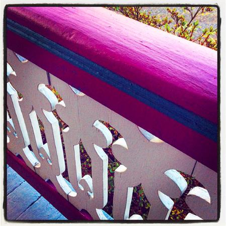 Manor Inn Bed & Breakfast: Railing of the wrap around porch