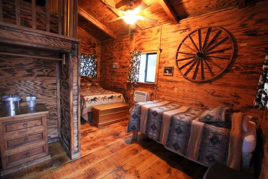 Meadview, Аризона: One of the cabins at the ranch.