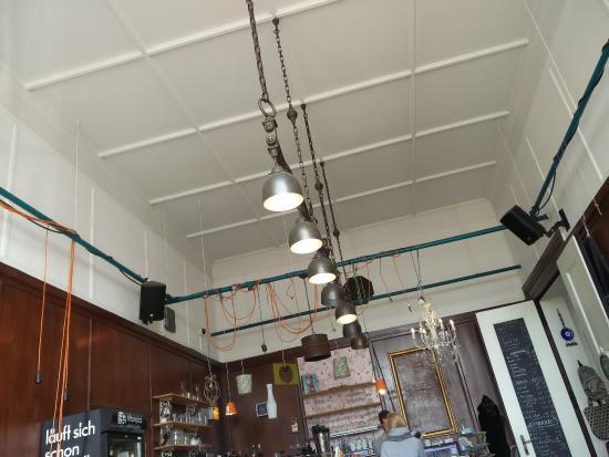 37 Grad Kaffeebar & Ladengeschäft: Coole Beleuchtung