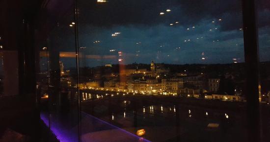 Indescrivibile la bellezza di Firenze da questa terrazza! Posto chic ...