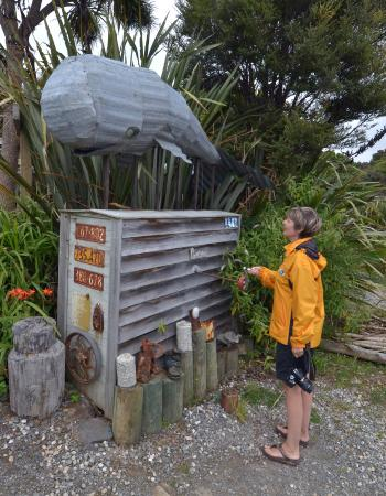 Papatowai, Nueva Zelanda: Loads of amazing contraptions and inventions