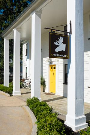 Washington, VA: White Moose--Main entrance