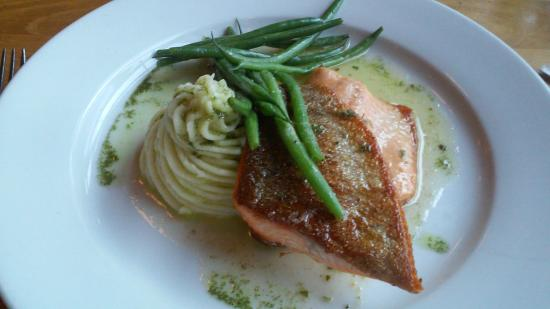Macungie, PA: salmon/green beans