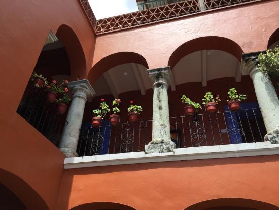 Casa de Siete Balcones: looking up the upper floor from the lower patio