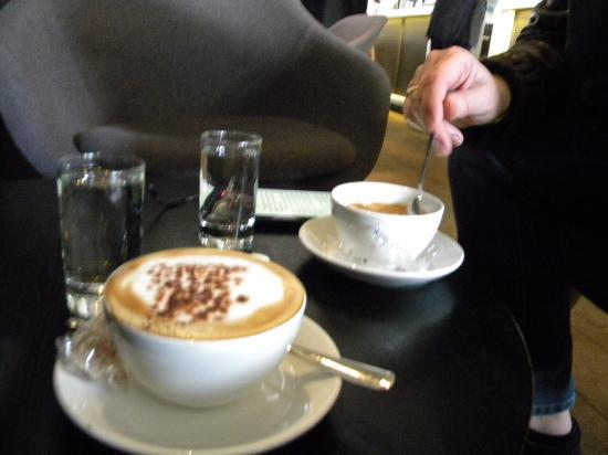 Cafe de la Musique : great cappucino and espresso