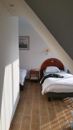 Une mouche cras e au plafond picture of hotel restaurant l 39 estacade le croisic tripadvisor - Bed plafond ...