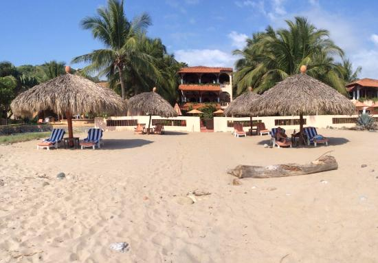 Casa de La Sirena: view from the beach of hotel