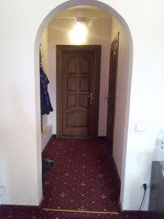 Hotel Magnat: номер 2. коридорчик номера