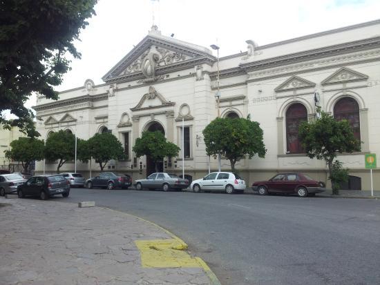 Museo Juan Manuel Fangio: Museo Fangio fachada