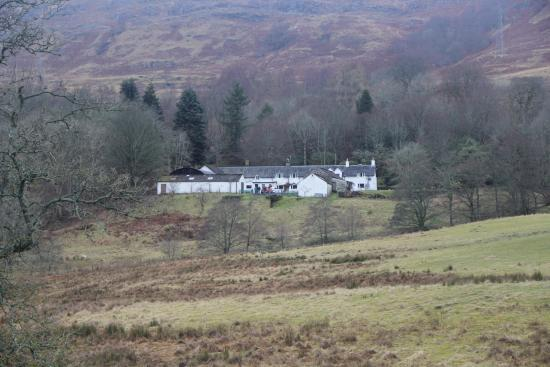 Loch Tay, UK: The house from the fields heading towards the loch