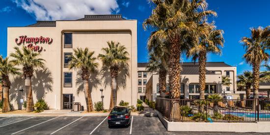 Hampton Inn St. George: Hotel Exterior