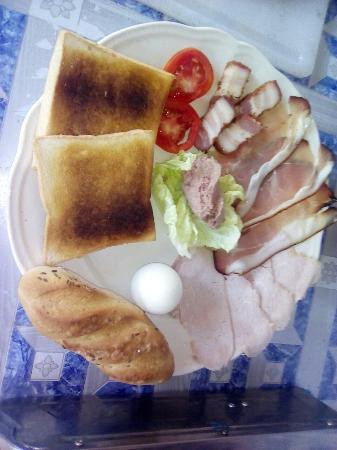 Restaurant & Metzgerei Baum: Hausgemachte Wurstwaren, grill Spezialitäten, Leberwurst und mehr   Hausgemachte Wurstwaren z