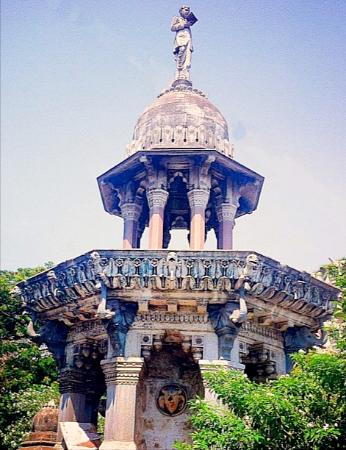 Ratansi Mulji Fountain