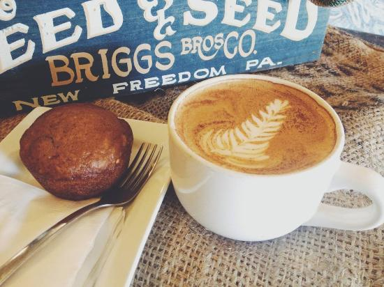 The White Hart Cafe: Espresso and fresh muffin