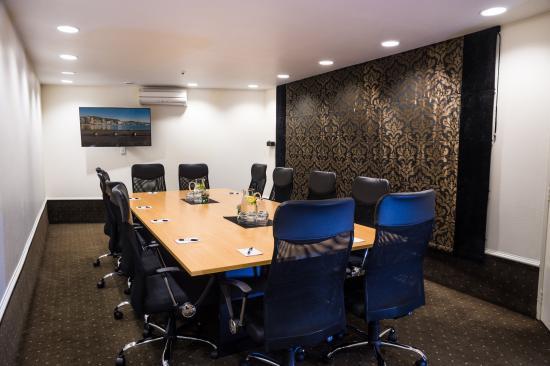 เวสท์พลาซ่าโฮเต็ล: WPH Boardroom
