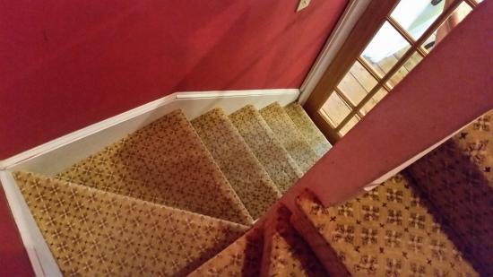 Inn Bliss Bed & Breakfast : steep inner staircase