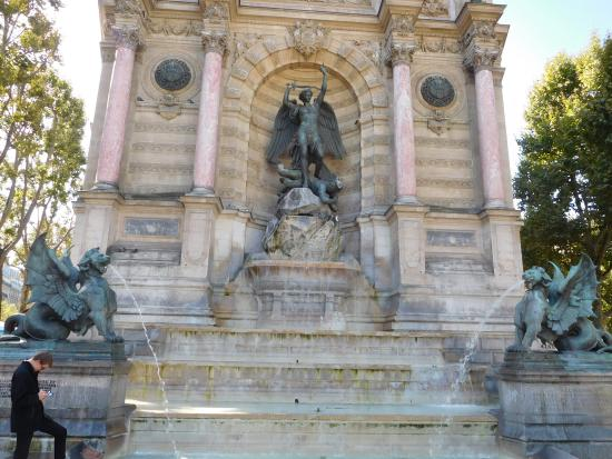 Fontaine saint michel picture of fontaine saint michel for Au jardin st michel pontorson france