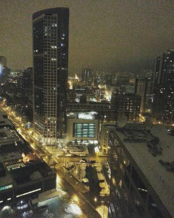 night view day view picture of holiday inn chicago mart plaza rh tripadvisor co uk
