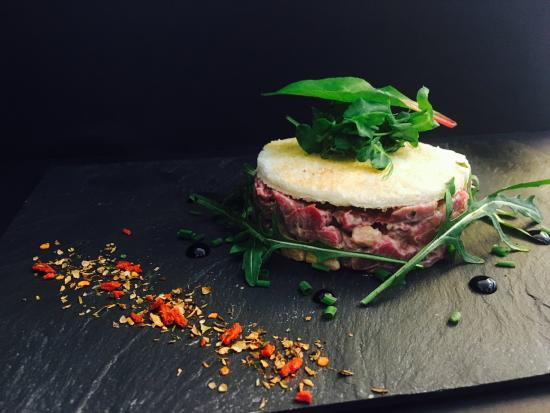 Bonlez, Belgium: Tartare de boeuf au foie gras, mayonnaise à la truffe