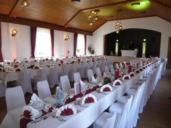 Netphen, Germany: Traumhochzeit mit 100 Gästen in unserem Festsaal