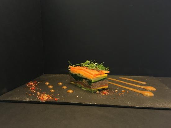 Bonlez, Belgium: Mille feuille de légumes, vinaigrette tiède mangues et épices