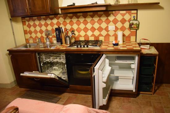 cucina con lavastoviglie - Picture of Borgo del Senatore, Anghiari ...