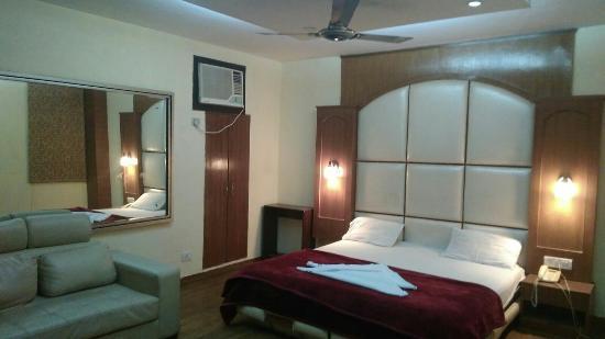 Hotel Delhi Heights: IMG-20151223-WA0047_large.jpg