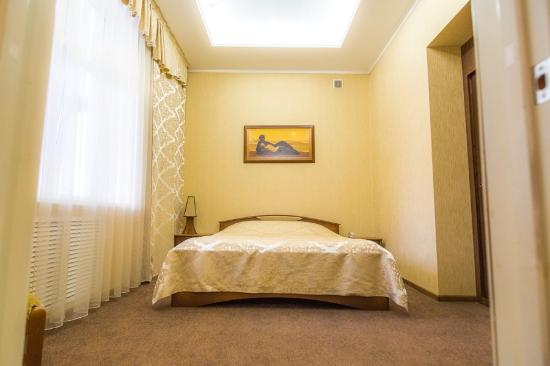Grand Kavkaz Hotel : Room with view of mountains