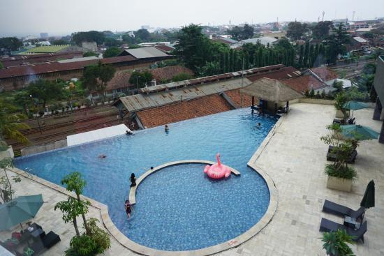 kolam renang luas dan bersih picture of the balava hotel malang rh tripadvisor com sg
