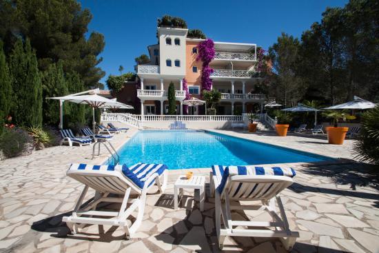 Chambre d'hotes La Potiniere: Vue de la Façade depuis la piscine