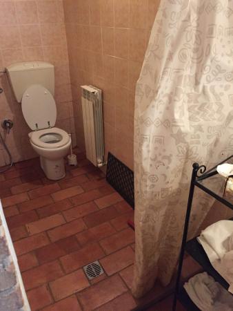 Tenda della doccia con muffa foto di antica loggia b b - Muffa nella doccia ...
