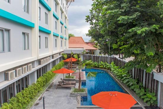 Swimming pool picture of burza hotel yogyakarta yogyakarta tripadvisor for Jogja plaza hotel swimming pool