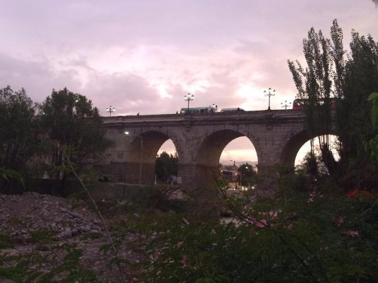 La Posada del Puente: vista del Puente Grau desde el Hotel